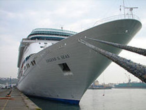 Legend_of_the_seas_docked3